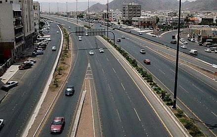 تنفيذ عدداً من مشروعات الطرق والنقل بالمدينة بمليار ريال