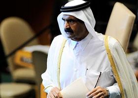 أمير قطر يبلغ المجتمعين بقراره تسليم السلطة لابنه