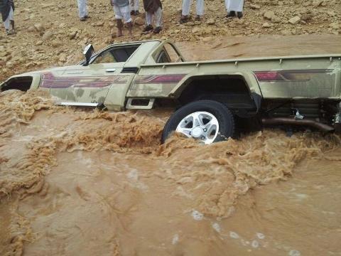 أمطار الأفلاج الغزيرة جرفت السيارات