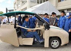 """""""أنا أحميك""""سيارة يابانية بوسادة هوائية لحماية المشاة"""