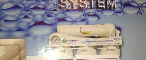 مواطن يقاضي شركة مياه تروّج لأجهزة تحلية وهمية