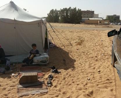 أمير القصيم يتكفل بسكن ووظيفة للسعودي صاحب خيمة بريدة