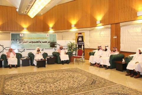 الشيخ السديس يجتمع بوكلاء الإدارات