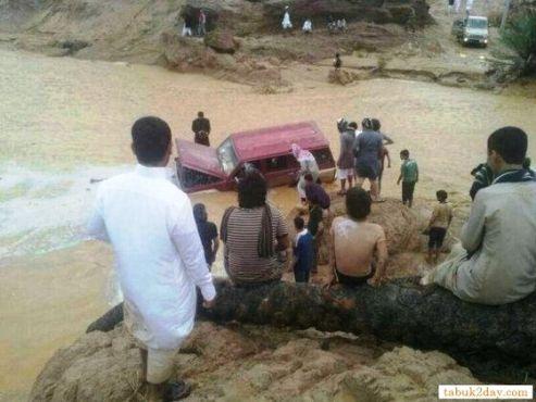 وفاة طفل في أمطار تبوك وايقاف الدراسة غداً