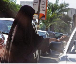 أمير جازان يوجه الجهات الأمنية بتشديد إجراءاتِها لمنع التسوُّل