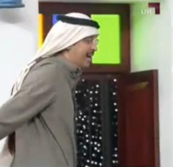 بالفيديو محلل كويتي ينسحب من المجلس بسبب محلل عراقي