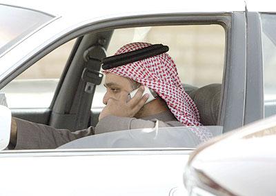 «المرور» يحدد تاريخ البدء برصد مخالفتي حزام الأمان والجوال