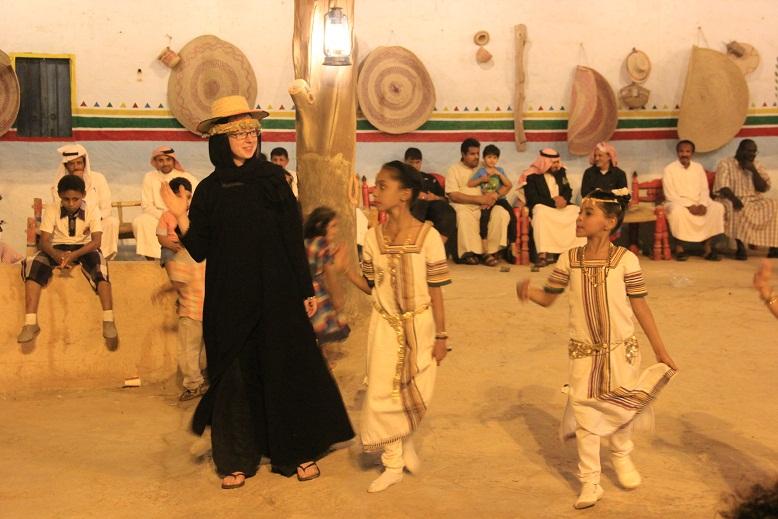 """الألعاب الشعبية وفرق الأطفال تشارك في مهرجان """"جازان الفل مشتى الكل"""""""