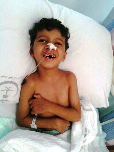 مواطن يناشد وزير الصحة الربيعة إنقاذ ابنه المريض
