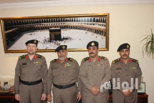 القرشي يقلد (3) ضباط رتبهم الجديدة بشرطة مكة المكرمة