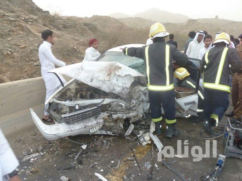 إصابة 7 أشخاص من أسرة واحدة في حادث مروري