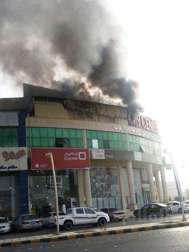 احتواء حريقين بمجموعة سكراب ومبنى تجاري ببريدة