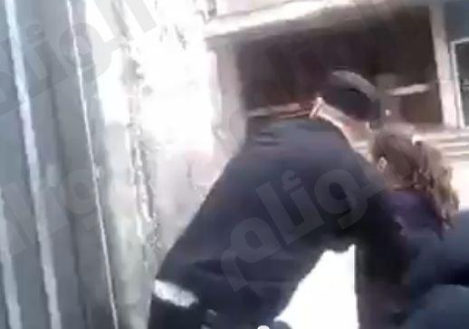 بالفيديو.. تدريب أطفال في لبنان على استخدام السلاح للقتال