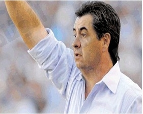 النصر بصدد إقالة كارينيو وتعيين دي سيلفا مدرباً للفريق