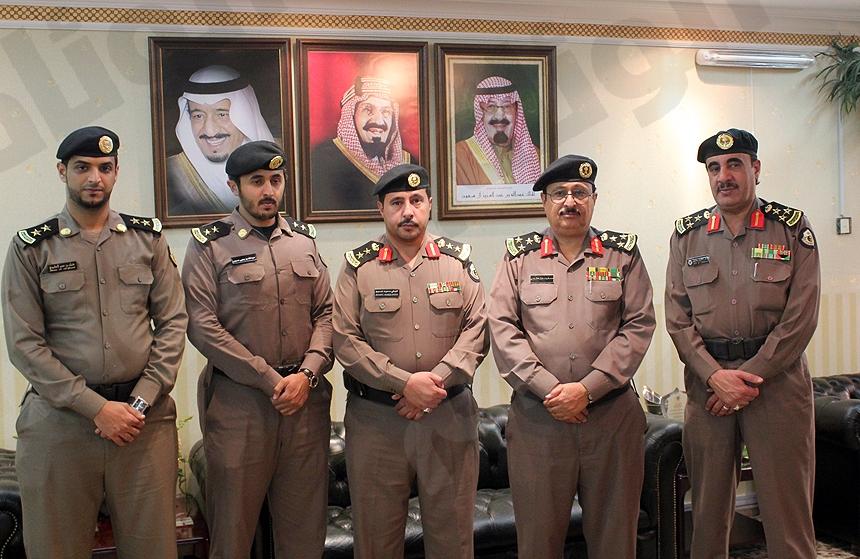 مدير شرطة منطقة الباحة يقلد عدداً من الضباط رتبهم الجديدة