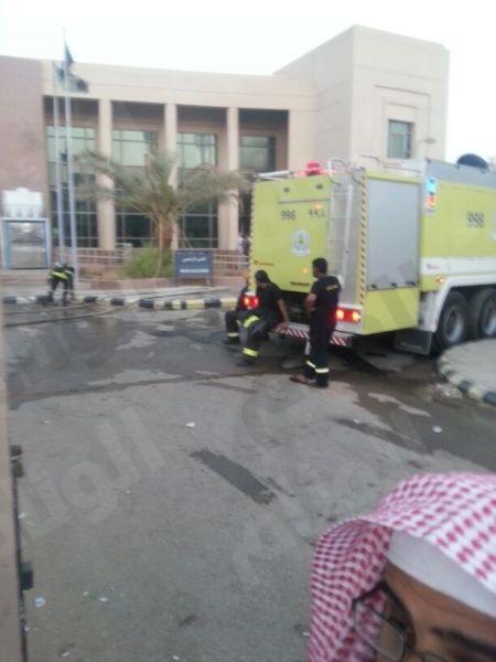 """حريق يلتهم مبنى الجوازات بـ""""بريدة"""" يؤدي لتعليق العمل اليوم"""