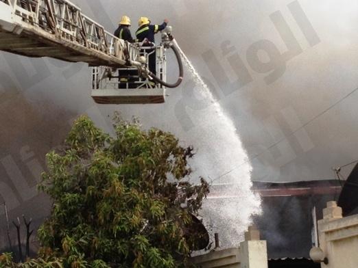 «10» فرق اطفاء تسيطر على حريق ورشة بصناعية جدة