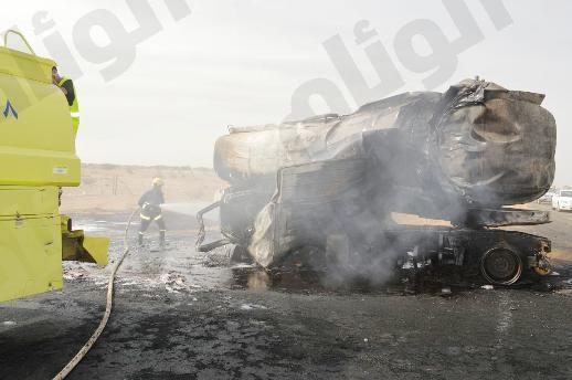 مصرع قائد ناقلة وقود وإصابة الآخر في حادث بطريق ثول