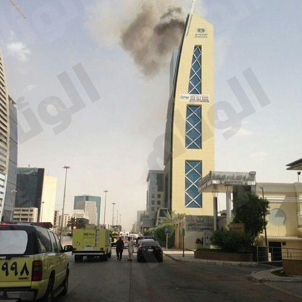 «مدني الرياض» ينجح في السيطرة على حريق برج «المنجم»
