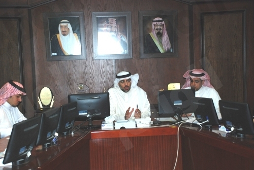 السديري يترأس اجتماع أعمال الترميم والصيانة لمدارس الرياض