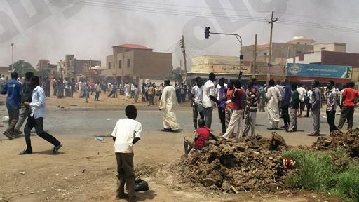 السلطات السودانية تغلق مكتب العربية في الخرطوم وسط تصاعد وتيرة التظاهرات