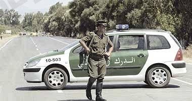 الجزائر.. إرهابي يسلم نفسه للسلطات العسكرية وبحوزته رشاش