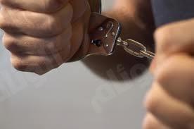 شرطة عنيزة تطيح بوافدٍ سرق ٧٥ ألف ريال وأخفاها بحظيرةٍ للأغنام