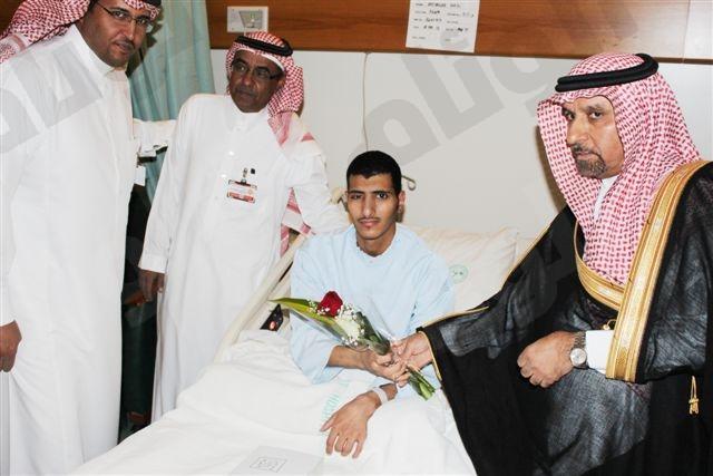 د.السلمان يعايد المرضى بتخصصي خالد 75.jpg