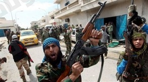 قتيلين و«29» جريحًا في اشتباكات بين مجموعتين مسلحتين في طرابلس