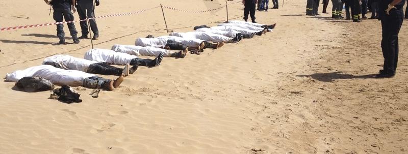 المياه تجرف جثث 21 مهاجرا