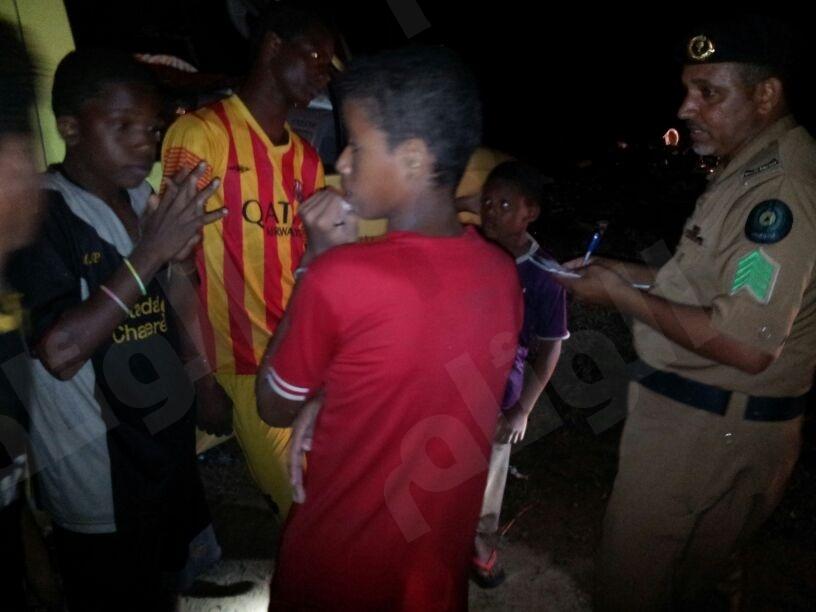 مدني ضمد ينقذ تسعة اطفال من وسط امواج سيول