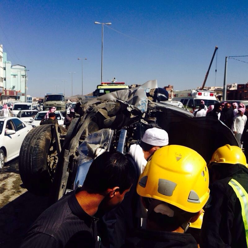 بالصور…«4»إصابات في تصادم«4» سيارات بفروة الباحة