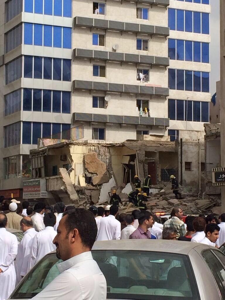 انهيار مبنى بجده صور انهيار مبنى مكون من ثلاثة ادوار باب شريف بجده 111.jpeg