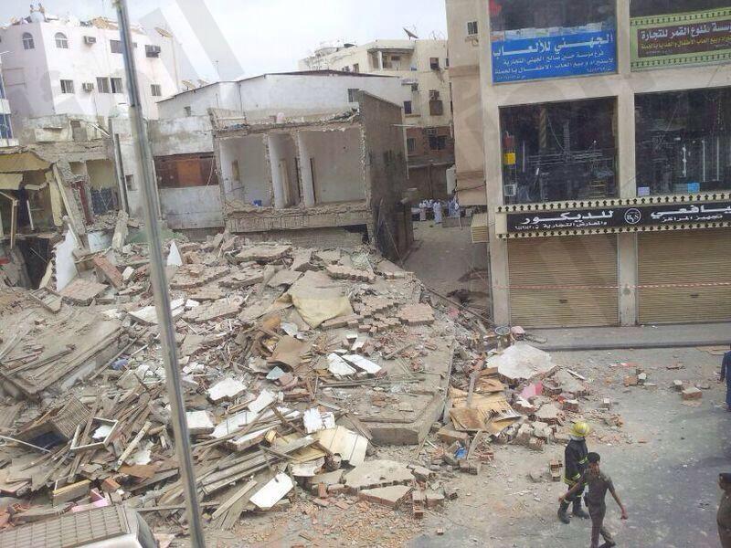 انهيار مبنى بجده صور انهيار مبنى مكون من ثلاثة ادوار باب شريف بجده 22.jpeg