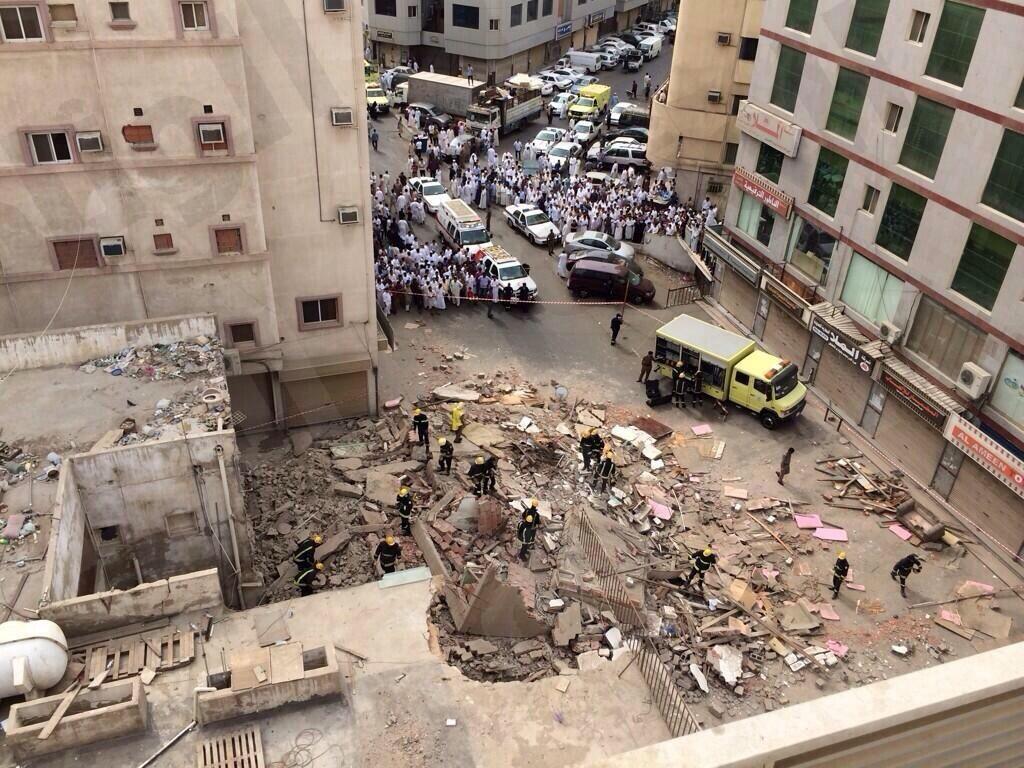 انهيار مبنى بجده صور انهيار مبنى مكون من ثلاثة ادوار باب شريف بجده 331.jpeg
