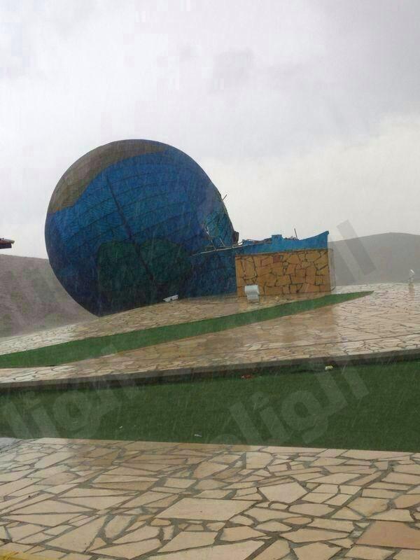 بسبب امطاروعواصف الطائف سقوط مجسم db96aeb14a512b42e28b