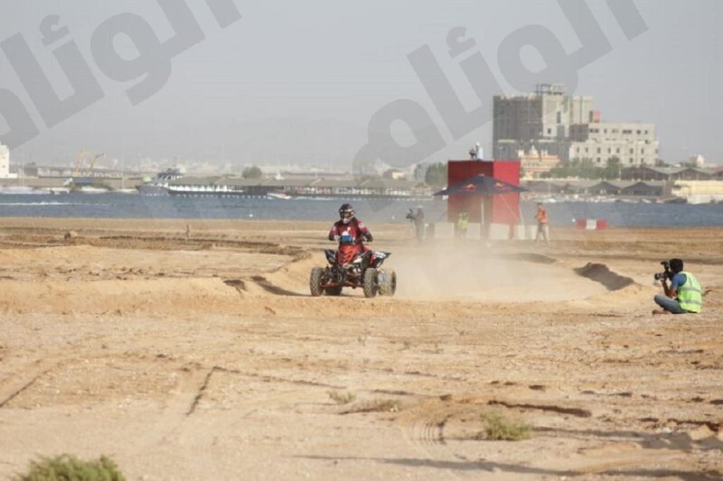 المتسابق عبدالله الشعبي من فريق الحرس الملكي اثناء السباق