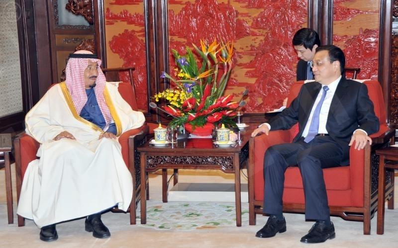 سمو ولي العهد يجتمع مع رئيس الوزراء الصيني