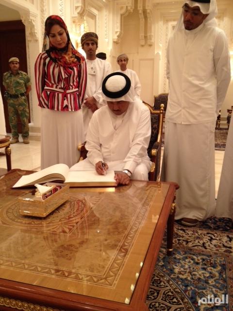 بالصور : سلطان عمان يُكَرَم فنان العرب وأبوبكر سالم