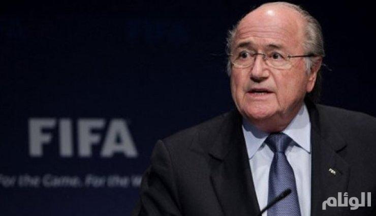 «بلاتر» عمال قطر لا يموتون بسبب الكرة.. وليس من حق فرنسا منع الحجاب