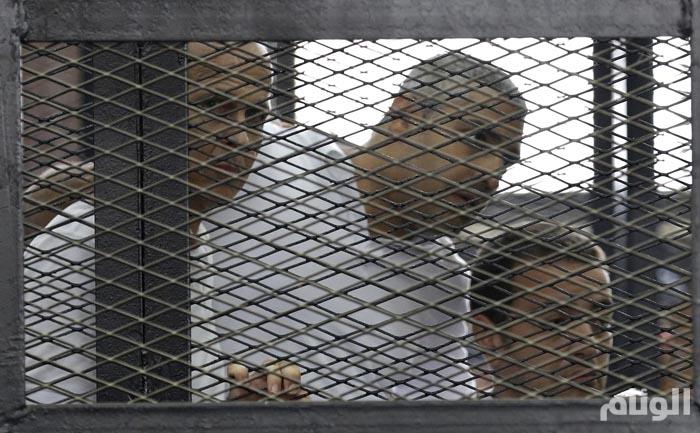السجن سبع سنوات لثلاثة من صحفيي الجزيرة بمصر