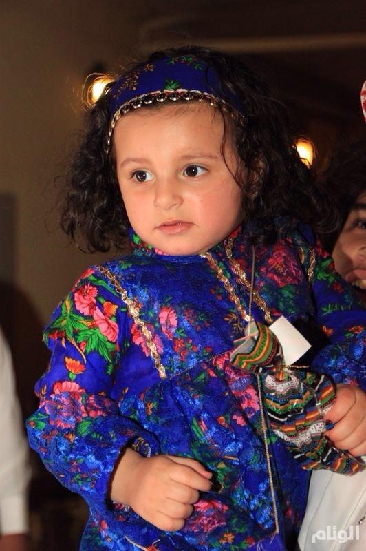 بالصور ..أطفال حي الغدير يعيدون إحياء (الحوامة) ليلة عيد الفطر