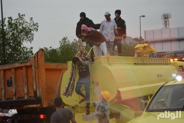«مدني مكة» يحذر سيول منقولة B2knyqGCEAAkp-g.jpg