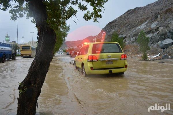 «مدني مكة» يحذر سيول منقولة B2knyqiCAAI6asc.jpg