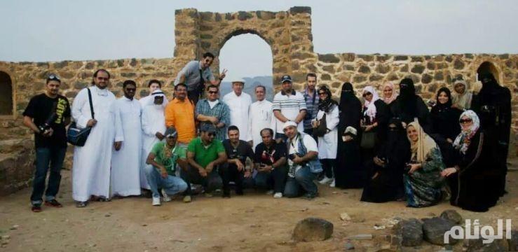 أكثر من «100» من المهتمين بالتراث يزورون بئر التفلة والقلعة العثمانية بعسفان