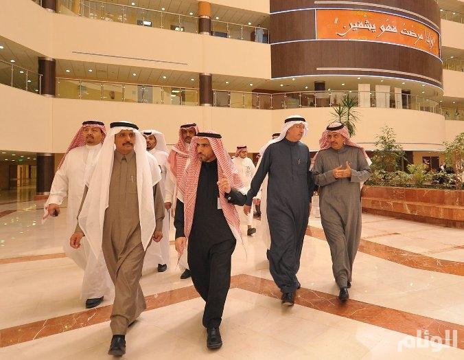«وزير الصحة» يعد العاملين بمستشفيات الرياض بتحقيق مطالبهم