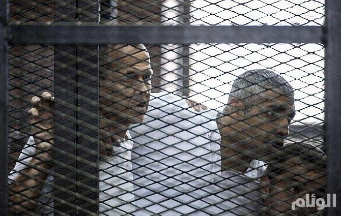 القضاء المصري يأمر بإعادة محاكمة صحفيي قناة الجزيرة
