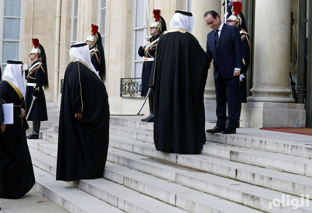 French President Francois Hollande welcomes a Qatari delegation at the Elysee Palace before attending a solidarity march in the streets of Paris