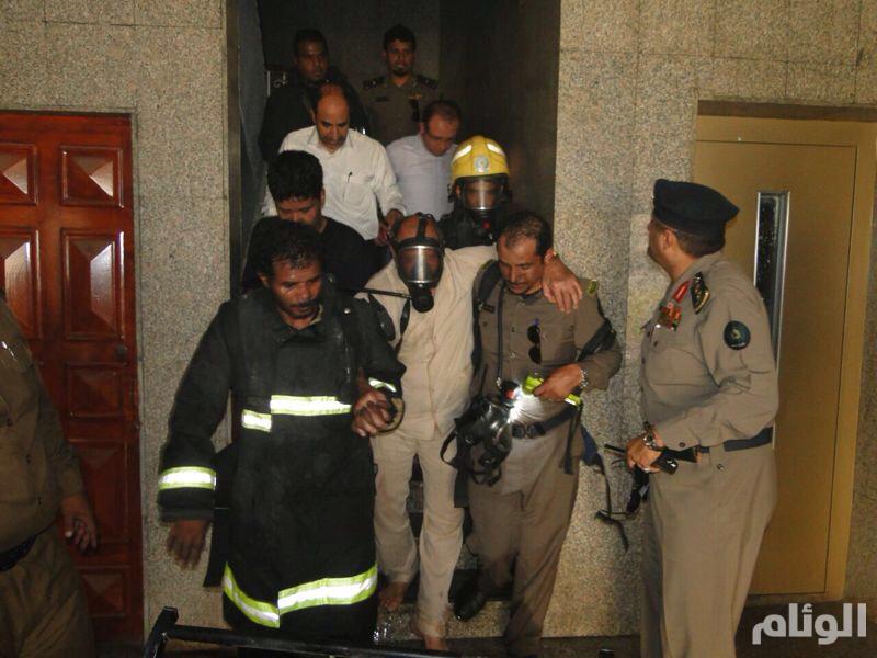 «٧» أصابات في حريق عمارة العزيزية بمكة و«المدني» يخلي السكان