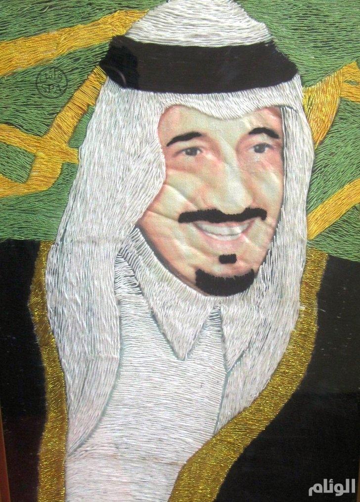 أكاديمية تطرّز صورة للملك سلمان بن عبدالعزيز بــ«خيوط الحرير»